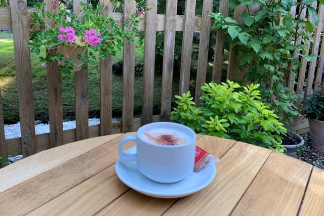 2021年 カズークラシック 事前 川村昌弘 ロンドンGC近くのカフェでひと息つきました