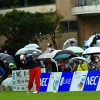 スタートが2時間遅くなりましたが、雨の中ギャラリーは660人でした 2021年 NEC軽井沢72ゴルフトーナメント 最終日 鈴木愛