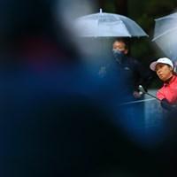 前にギャラリーがわらわらと 2021年 NEC軽井沢72ゴルフトーナメント 最終日 李知姫