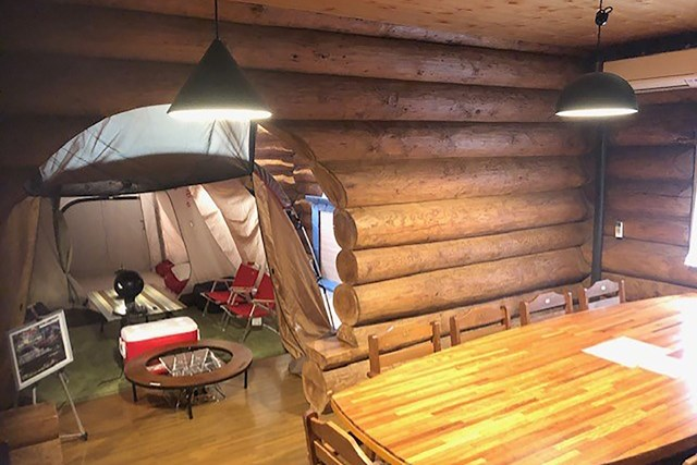 妙見富士カントリークラブ(兵庫県) カナダ産の木材を使用したログハウス(画像提供:妙見富士カントリークラブ)