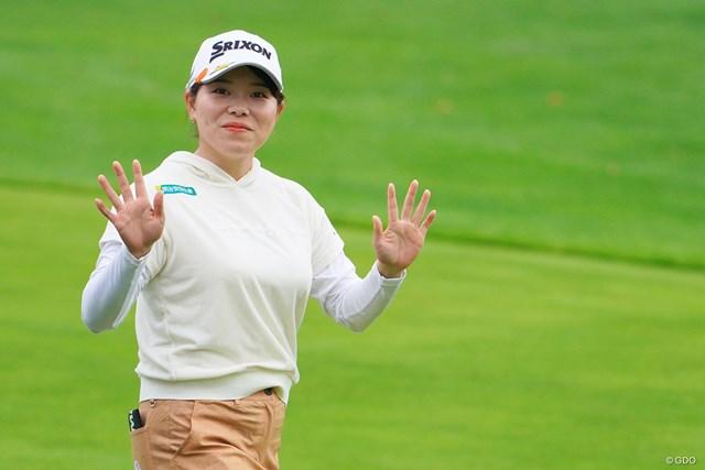 2021年 ニトリレディスゴルフトーナメント 初日 勝みなみ えっ、お手振りしてくれたの初めてかも。