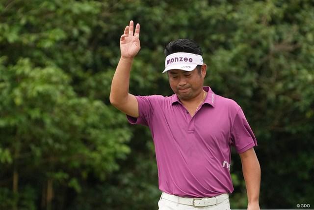 2021年 Sansan KBCオーガスタゴルフトーナメント 初日 池田勇太 バーディを奪いファンの声援に応える