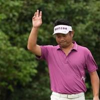 バーディを奪いファンの声援に応える 2021年 Sansan KBCオーガスタゴルフトーナメント 初日 池田勇太