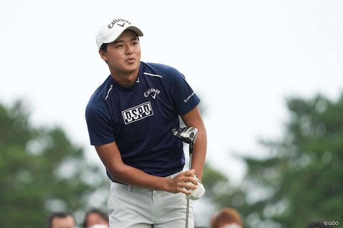 ボールの行方を追うのも兄、遼君にそっくり 2021年 Sansan KBCオーガスタゴルフトーナメント 初日 石川航