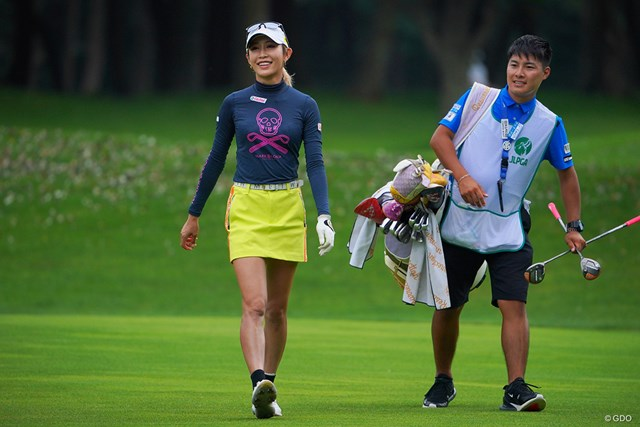 2021年 ニトリレディスゴルフトーナメント 2日目 金田久美子 難関の18番、バンカーからの2ndショットはベタピンに。