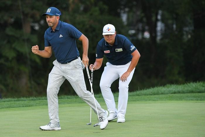 ガルシア(左)は逆転での最終戦進出がかかる。ランク25位のイム・ソンジェは最終日に崩れなければ当選(Ben Jared/PGA TOUR via Getty Images) 2021年 BMW選手権 3日目 セルヒオ・ガルシア イム・ソンジェ