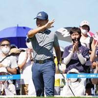 スタート前ファンの前でポーズ 2021年 Sansan KBCオーガスタゴルフトーナメント 最終日 杉本エリック