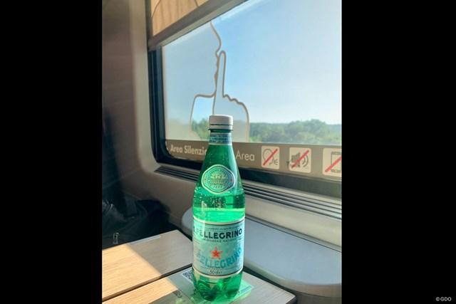 2021年 イタリアオープン 事前 イタリアの列車 イタリアの列車の指定席。窓に映るのは・・・