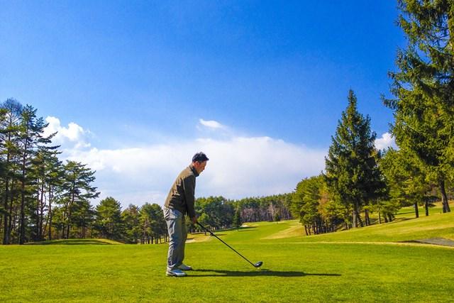 ゴルファー ゴルフは待ち時間が長い場合も…時間を有効活用しよう(提供:写真AC、クリエイター:g2さん)