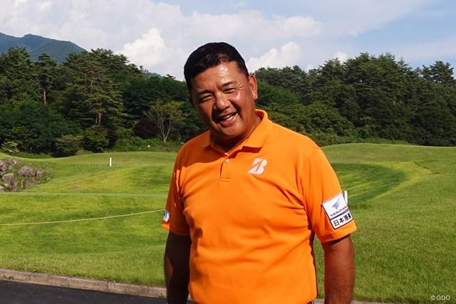 30歳からゴルフを始めた異色の賞金王 寺西明のルーツをたどる<前編> 責任をもつ身としてすべてに全力を尽くす経営者兼プロゴルファーの姿