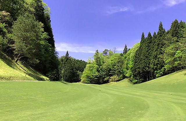 篠山ゴルフ倶楽部 秋には多紀連山の紅葉を楽しむことができる(画像提供:篠山ゴルフ倶楽部)