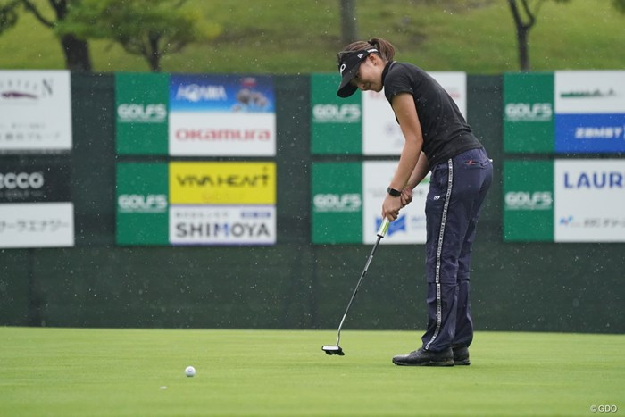 パッティングはアームロック式を取り入れた 2021年 ゴルフ5レディス プロゴルフトーナメント 初日 脇元華