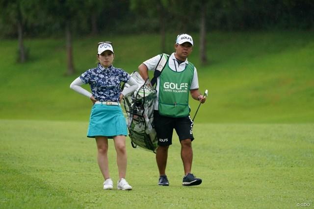 2021年 ゴルフ5レディス プロゴルフトーナメント 初日 西村優菜 キャディ君は子供が生まれるってさ、おめでとう