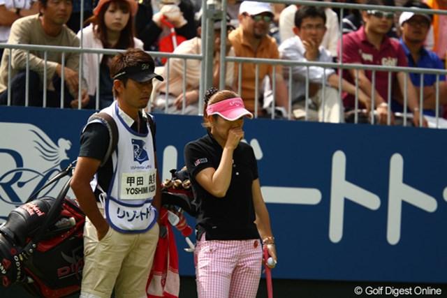 2010年 リゾートトラストレディス 最終日 甲田良美 優勝した瞬間は、満面の笑顔だったのですが・・・しばらくすると嬉し涙があふれます。