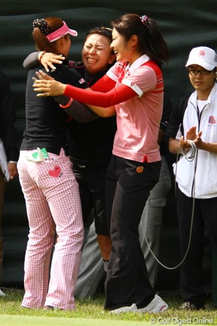 2010年 リゾートトラストレディス 最終日 甲田良美、吉田弓美子、藤田幸希 でも一番泣いてたのは・・・そう、あなた!!吉田弓美子プロです。