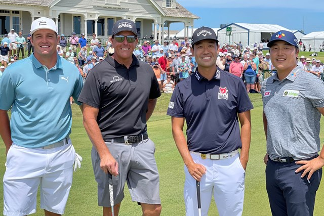 2021年 PGAツアーオリジナル ブライソン・デシャンボー フィル・ミケルソン ケビン・ナ イ・キョンフン デシャンボー、ミケルソン、ナと記念撮影(画像提供:イ・キョンフン)