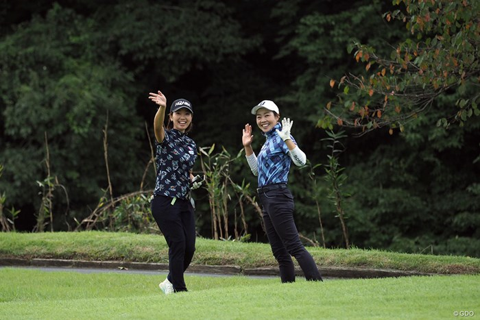 遠くから「きゃー」という悲鳴が聞こえてきたら…蛇を見つけたというこの2人でした 2021年 日本女子プロゴルフ選手権大会コニカミノルタ杯 事前 葭葉ルミと西山ゆかり