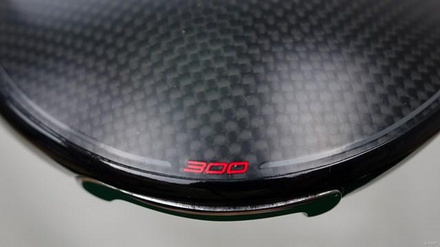 300 ミニドライバーを筒康博が試打「3Wの使い勝手には劣る」 カーボン、チタン、スチールによるマルチマテリアル構造