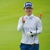 ナイスラウンドにVサイン。 2021年 日本女子プロゴルフ選手権大会コニカミノルタ杯 初日 石川明日香