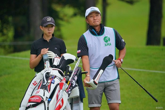 宮本さん、自分で打ちそうな雰囲気。 2021年 日本女子プロゴルフ選手権大会コニカミノルタ杯 初日 佐藤絵美 宮本勝昌