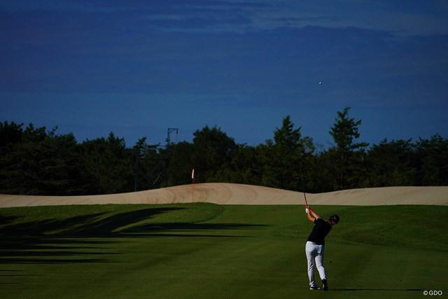 2021年 日本女子プロゴルフ選手権大会コニカミノルタ杯 2日目 11番 砂丘へのショット。