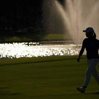 18番グリーンへ。 2021年 日本女子プロゴルフ選手権大会コニカミノルタ杯 2日目 渋野日向子