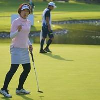 最終18番、出ました力強いガッツポーズ! 2021年 日本女子プロゴルフ選手権大会コニカミノルタ杯 3日目 大山志保