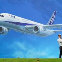 ジェット機の下でナイスショットか 2021年 ANAオープンゴルフトーナメント 初日 石川遼