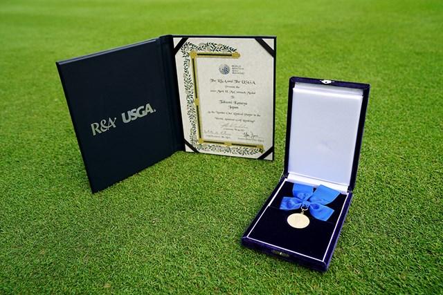 マークマコーマックメダル 2020年に金谷拓実が授与されたマーク・マコーマックメダル. (Ken Ishii/R&A via Getty Images)