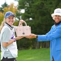 女性用のバッグも副賞でもらい奥様に良いプレゼント 2021年 ANAオープンゴルフトーナメント 最終日 スコット・ビンセント
