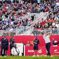 ウィスリングストレイツでの練習ラウンドでショットを放つデシャンボー(Darren Carroll/PGA of America via Getty Images) 2022年 ライダーカップ 事前 ブライソン・デシャンボー