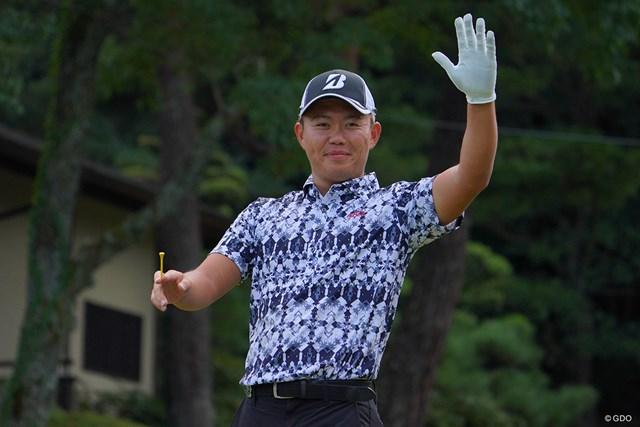 2021年 パナソニックオープンゴルフチャンピオンシップ 2日目 木下稜介 やぁやぁ、と大統領的なご挨拶。