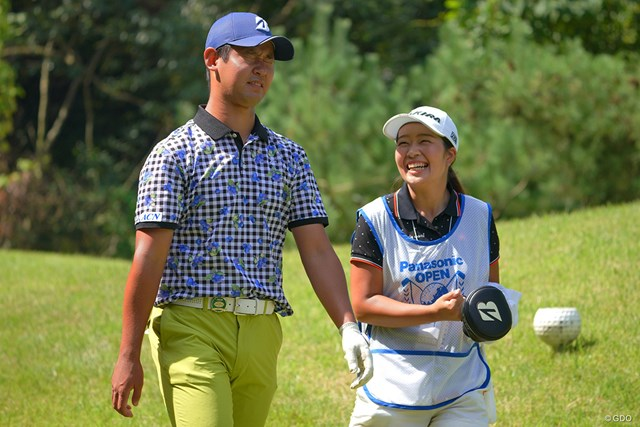 2021年 パナソニックオープンゴルフチャンピオンシップ 3日目 芦沢宗臣 ミスショットのガッカリも、キャディの珠利ちゃんの笑顔が取り消してくれるんです。