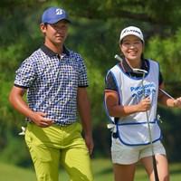 今年6月のプロテストを2位で合格した松本珠利をキャディに二人三脚で臨む 2021年 パナソニックオープンゴルフチャンピオンシップ  3日目 芦沢宗臣