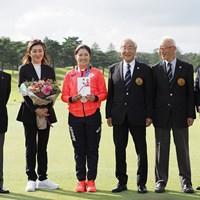 日本ゴルフ協会と日本女子プロゴルフ協会から、合わせて1000万円の報奨金を授与された 2021年 日本女子オープンゴルフ選手権 事前 稲見萌寧