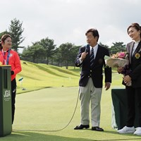女子代表コーチの服部道子さんもうれしそう 2021年 日本女子オープンゴルフ選手権 事前 稲見萌寧