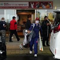スタートすることなく帰り支度 2021年 日本女子オープンゴルフ選手権 2日目 梶谷翼