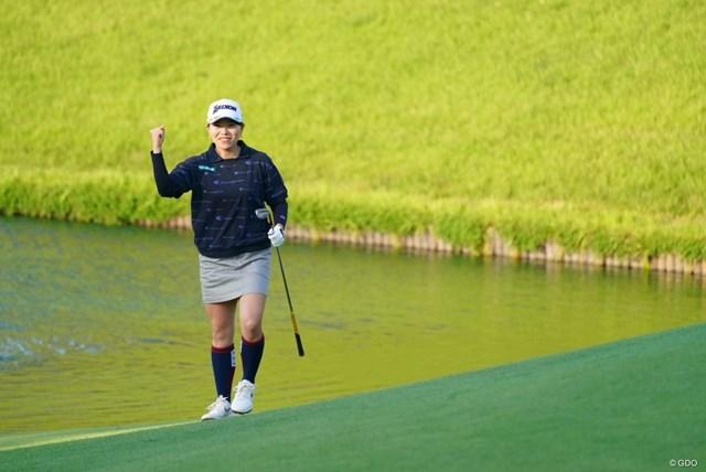 2021年 日本女子オープンゴルフ選手権 3日目 勝みなみ 最終18番でチップインバーディを決めてガッツポーズ