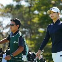 キャディさん、サングラスかっこいいよ 2021年 日本女子オープンゴルフ選手権 3日目 柏原明日架