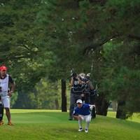上からか下からか…16番3rdショットは松の木が前方に立ちはだかる。 2021年 ブリヂストンオープンゴルフトーナメント 4日目 片岡尚之