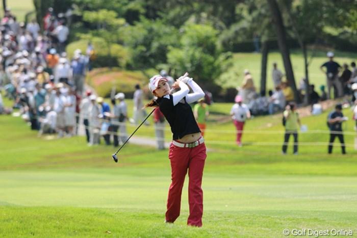 強豪選手がスコアメイクに苦しむなかで、ミカミカが本日1アンダーと頑張りました!明日も頑張ってや~! 2010年 サントリーレディスオープンゴルフトーナメント 3日目 宅島美香