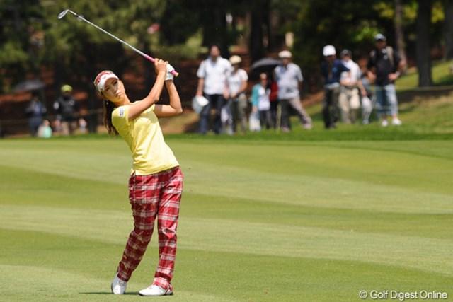 2010年 サントリーレディスオープンゴルフトーナメント 3日目 上田桃子 モモチ!今週で神戸から引っ越してしまうんやネ・・・。町内会の私としては非常に淋しいですやん!10位T