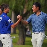 杉山知靖(右)は片岡尚之との優勝争いで互いに力を出し切った 2021年 ブリヂストンオープンゴルフトーナメント 4日目 片岡尚之 杉山知靖