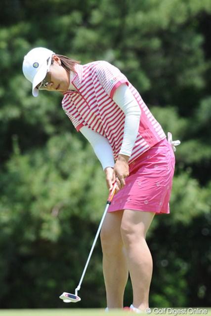 2010年 サントリーレディスオープンゴルフトーナメント 3日目 李知姫 気合のミニスカやったけど、10位Tに順位を下げたチヒちゃん。僕の記憶では、スカートのときはあんまり成績残せてないと思うデ。10位T