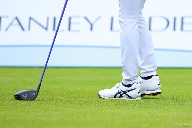 2021年 スタンレーレディスゴルフトーナメント 最終日 安田祐香 安田祐香は地元・兵庫のアシックス