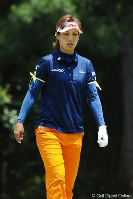 2010年 サントリーレディスオープンゴルフトーナメント 3日目 村田理恵 久々に上位に顔を出しました。両腕のリボンが気になって仕方なかったんやけど、聞くチャンスがありまへんでした。19位T