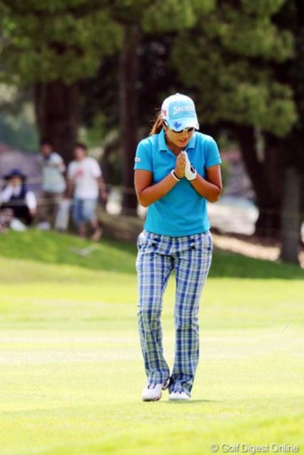 2010年 サントリーレディスオープンゴルフトーナメント 3日目 藤本麻子 アーコどないしたんや!ついに神頼みか!!その甲斐あってか(無いワイ!)本日パープレーで24位T
