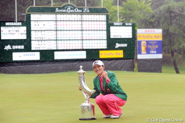 2年ぶりの優勝に涙を見せた飯島茜。全英リコーの出場権も獲得した