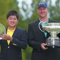 2人一緒に記念撮影。 2021年 日本オープンゴルフ選手権競技 最終日 米澤蓮 ショーン・ノリス