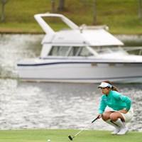 ゴルフ場にボートが 2021年 NOBUTA GROUP マスターズGCレディース 初日 山下美夢有